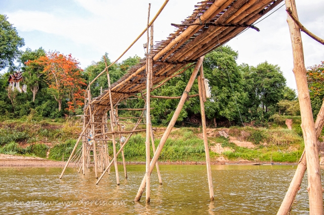 Bamboo bridge across the Ankang river.